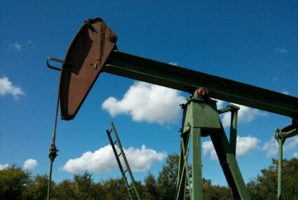 Photo of operating oil pump